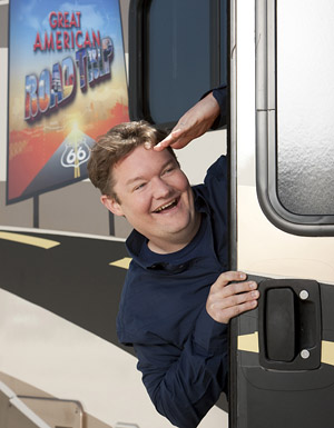 The unfunny younger brother of Andy Richter salutes the guy to your right.